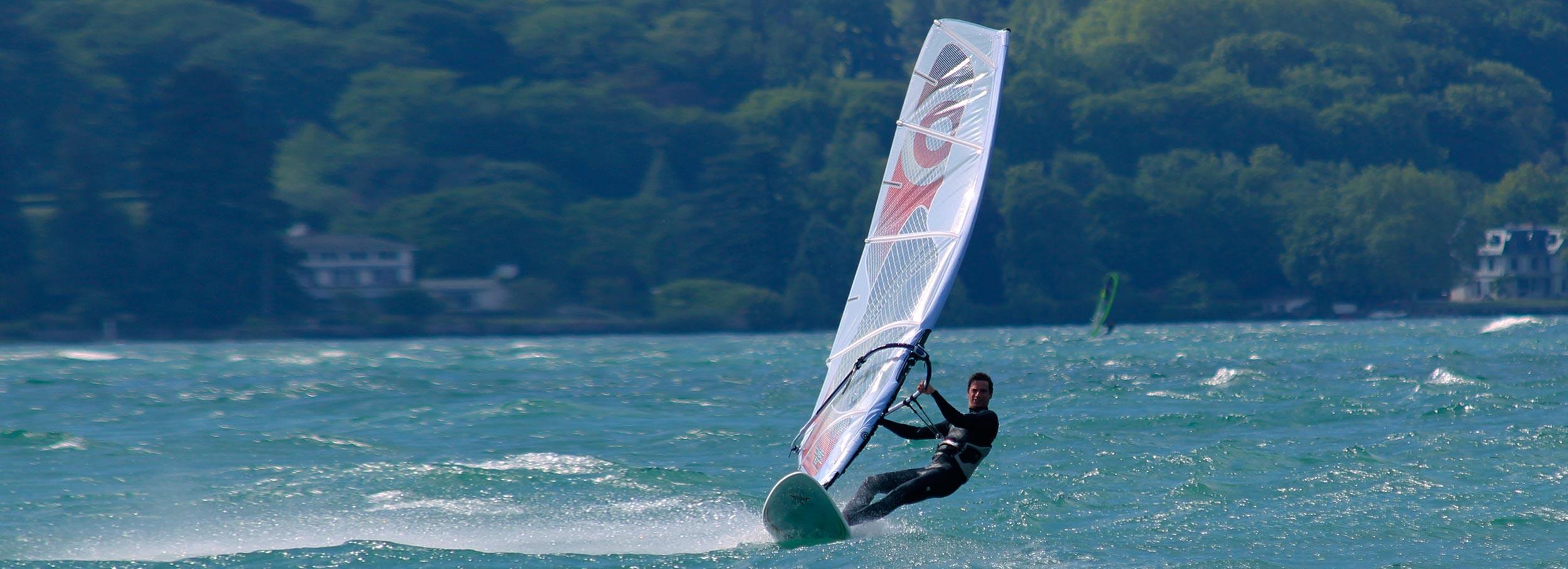 Cours et location Windsurf. Prix étudiants UniGE et HES-Genève