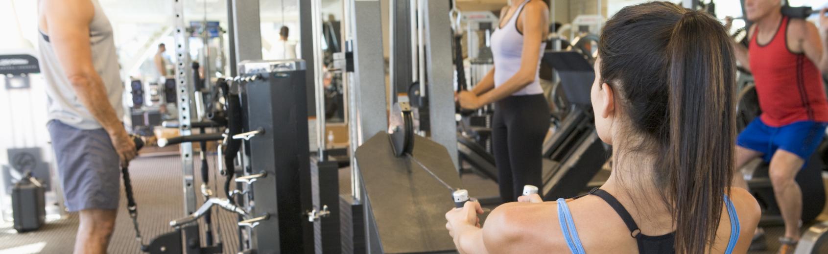La salle de fitness des sports universitaires vous permet de faire du sport avec une grande variété d'appareils de musculation.  Les sports universitaires vous proposent d'effectuer un renforcement musculaire complet dans un cadre adapté en améliorant votre capacité cardiovasculaire et votre équilibre physique.  La salle de fitness est à disposition des étudiants tous les jours. Une séance d'initiation obligatoire avec un moniteur permet d'apprendre à utiliser les appareils dans les meilleures conditions. Il vous est également possible de prendre des cours avec le moniteur pour un meilleur suivi et l'élaboration d'un plan d'entraînement adapté à vos objectifs et niveau.
