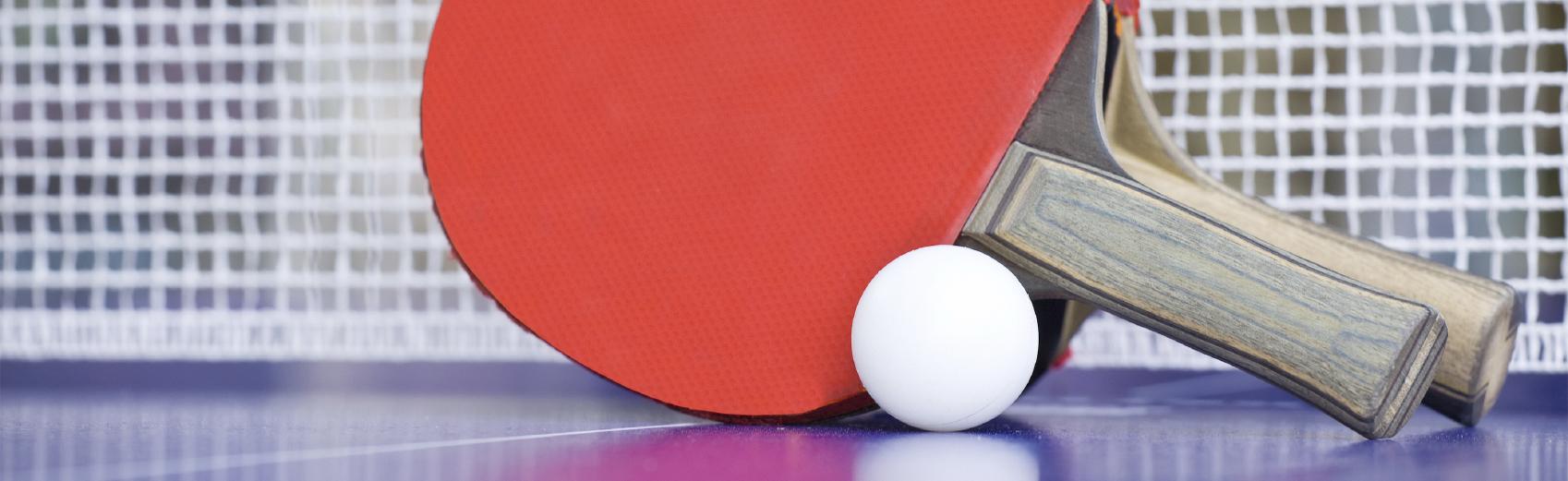 Le tennis de table est l'un des sports les plus pratiqués au monde. Les sports universitaires offrent le mardi à midi, dans une salle proche d'Uni-mail, les conseils d'un moniteur expérimenté. Vous améliorerez ainsi votre technique au travers d'exercices spécifiques et adaptés.